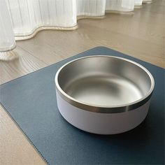 304 thick Stainless Steel round bowl, waterproof and easy to clean; 1000ml large-caliber capacity, moisturizing and full, suitable for medium and large fur children. The non-slip rubber strip at the bottom prevents the shaking of the bowl when the baby eats and provides a good eating experience. Baby Eating, Food Bowl, Pet Bowls, Fur, Stainless Steel, Cleaning, Pets, Medium, Children