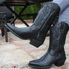 The Black Lariat Legend Leather Square Toe Boots by Ariat Boots 10007596 made with Ariat's ATS Technology is a comfortable and fashionable cowgirl boot. Versatile and cute enough for any occasion.