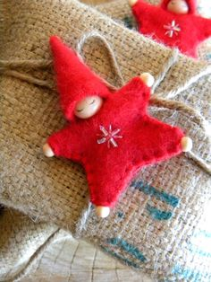 Waldorf Star Baby sieraad, Angora, rood, Upcycled wol, Eco Holiday Ornament