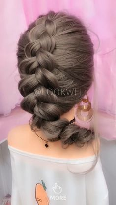 Hair style idea suitable for skirt. It's very beautiful. Related posts: Paris Chloe 30 Ideas For Wedding Makeup For Brunettes Kim Kardashian Hair Style – KASSINKA Twist half up hair tutorial for shorter. Hair style suitable for short and long hair Box Braids Hairstyles, Wavy Hairstyles Tutorial, Winter Hairstyles, Girl Hairstyles, Girl Hair Dos, Front Hair Styles, Toddler Hair, Hair Videos, Makeup Videos