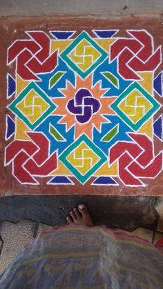 Rangoli Designs Diwali, Kolam Rangoli, Simple Rangoli, Rangoli With Dots, Crochet Bows, Diwali Decorations, Krishna Images, Flower Art, Art Drawings