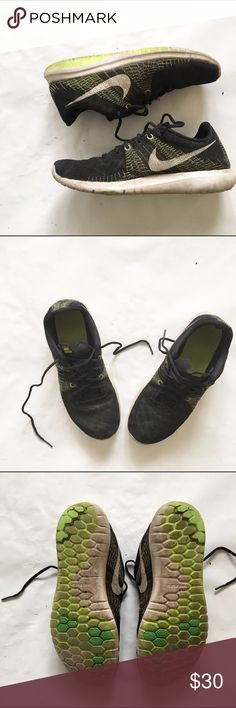 NIKE SNEAKERS KIDS 5.5 NIKE SNEAKERS KIDS 5.5. Used. Please look at pics on condition. The right shoe has slight damage, see pic4. A lot of life still in them. Nike Shoes Sneakers