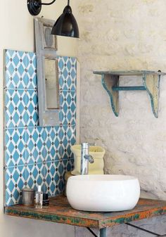 Cement tile, no edging, adhere close together for fine grout line. Small Mirrors, Bathroom Interior Design, Interior Styling, Sweet Home, Home Decor, Bathrooms, Bathroom Bath, Coin, Designer