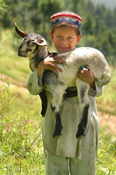 Little Shepherd Boy in Pakistan by Photographer Umair Ghani Kids Around The World, People Around The World, Precious Children, Beautiful Children, Kind Photo, Foto Baby, Thinking Day, Central Asia, Animals For Kids