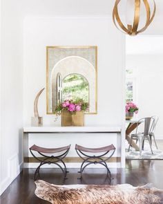 Hello sophistication. I adore this stately spot by @mydomaine Simple gorgeous and looks like a million bucks. Want to see us recreate it for less? Like it now!  @alyssarosenheck #CopyCatChic