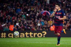 Luis Suárez anota cuatro goles para mantener al Barcelona en 1er lugar