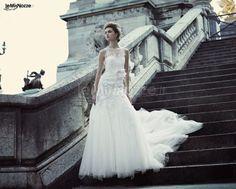 http://www.lemienozze.it/gallerie/foto-abiti-da-sposa/img33151.html Abito da sposa ricamato con strascico