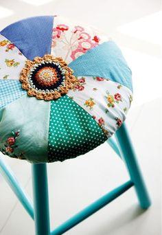"Foto ""pinnata"" dalla nostra lettrice Francesca Mereu patchwork stool - made by Charlotte Guenian"