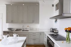 Kitchen - Sköna hem //photo Pernilla Hed, Styling Marie-Louise Douglas Grey Cabinets, Kitchen Cabinets, Shibori, Kitchen Decor, Kitchen Ideas, Kitchens, Dining Room, Layout, Home Decor