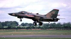 """USAF_F-111E """"Aardvark"""" (68-0037) à Fairford (UK) en Juillet 1985."""