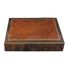 CAJA DE MANICURA LUIS FELIPE  Set de manicura con mango de marfil en caja de madera de raices y palosanto. Medidas: 34 x 24 x 6 Cm. Buen estado de conservación. Juego de manicura a falta de 1 pieza.