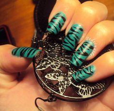 Zebrato nero su base verde acqua matte - nail art 2011
