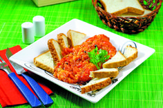 Nimic nu se compară cu o zacustă făcută în casă. Aperitivul ideal în sezonul rece, aceasta poate fi mâncată imediat după ce s-a răcit sau se poate păstra în cămară.