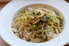 Deze smakelijke pasta caprese is heel snel in elkaar gezet en is lekker in al zijn eenvoud.
