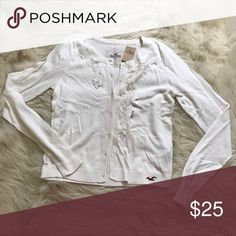 Hollister cream flower cardigan ✨BNWT✨  ✅Sizing: TRUE TO SIZE  💎Never worn or used!💎   🛍2+ BUNDLE = 💰SAVINGS!  ‼️= PRICE FIRM!   💯AUTHENTIC BRANDS, ALWAYS!  ✈️ SUPER FAST SHIPPING!   🖲 USE THE OFFER BUTTON TO NEGOTIATE!  ❓ Questions? Just comment! ❤️  🤗❤✌🏼HAPPY POSHING!✌🏼❤️🤗 Hollister Sweaters Cardigans