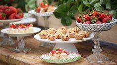 Mini Strawberry Pie Bar- the NEW alternative to wedding cake. Read more at http://weddings.wikia.com/wiki/Mini_Appetizers