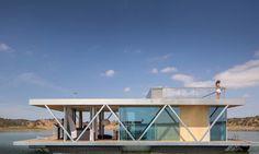 Esta casa ecológica flotante produce un año de energía en 6 meses
