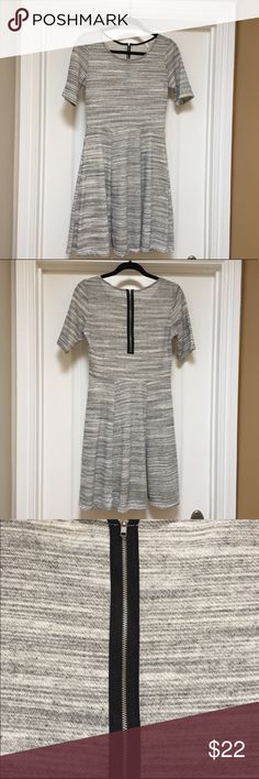 Gilli Locklyn Gray Dress Sz Small Stitch Fix Purchased last year from Stitch Fix. Only worn a handful of times - fit and flare style dress from Gilli. Gilli Dresses