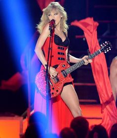 Image from http://image-cdn.zap2it.com/images/taylor-swift-cmt-music-awards-2013-gi.jpg.