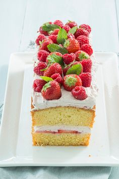 Delicious Cake Recipes, Yummy Cakes, Sweet Recipes, Dark Fruit Cake Recipe, Cocktail Cake, Free Fruit, Healthy Cake, Holiday Cakes, Cake Toppings