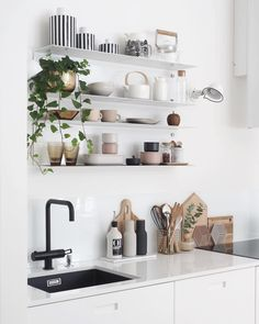 Modern Scandinavian kitchen black and white interior design with green plants. Farmhouse Style Kitchen, Modern Farmhouse Kitchens, New Kitchen, Cool Kitchens, Kitchen Decor, Kitchen Black, White Farmhouse, Kitchen Sink, Kitchen Plants