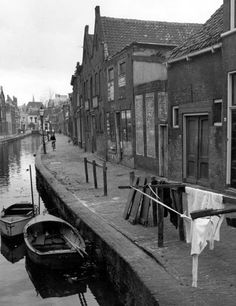 Uiterstegracht gedempt in 1959 Leiden Netherlands, Old Pictures, Holland, Past, Europe, Landscape, History, City, Ink Paintings