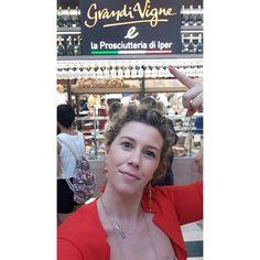 Oggi l'aperitivo l'ho preso qui!! All'Iper @la_grande_I a Lonato del Garda  ha inaugurato il corner GRANDI VIGNE e LA PROSCIUTTERIA ITALIANA dove ad una selezione di vini italiani si affiancano salumi e formaggi di altissima qualità e un sacco di sfiziositá Ps Lo Spriz è  OTTIMO!! Pps sbirciate le stories delle mie colleghe con cui ho brindato oggi trovate tutti i tag sulla foto!   #Iper #lagrandei  #GrandiVigne #IperGrandiVigne @la_grande_i