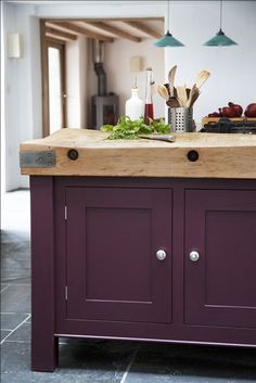 This deep aubergine shade from Farrow & Ball is called Brinjal, and adds the perfect amount of drama to a kitchen island. Purple Kitchen Cabinets, Solid Wood Kitchen Cabinets, Solid Wood Kitchens, Kitchen Units, Painting Kitchen Cabinets, Kitchen Paint, Kitchen Cupboards, Kitchen Ideas, Kitchen Reno