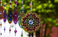 Mandala suncatcher- link goes to image only, no website.glass paint, I'm thinking. Recycled Cds, Recycled Crafts, Mandala Art, Arte Chakra, Earth Day Coloring Pages, Fundraising Crafts, Cd Diy, Cd Crafts, Stained Glass Patterns