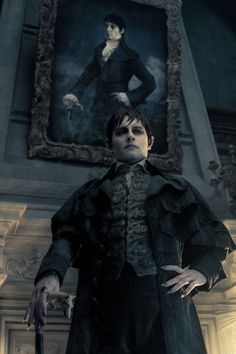 Johnny Depp en Dark Shadows oh look at that another tim burton movie that stars Jhonny fucking depp how original!