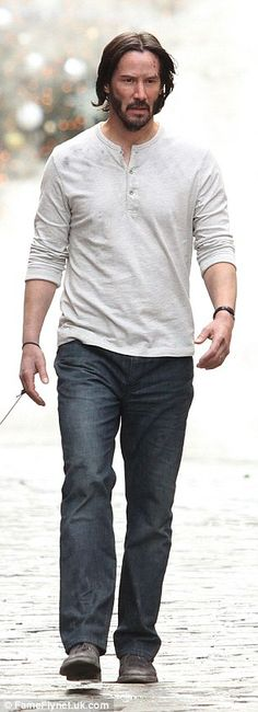 Keanu Reeves takes his pit bull on walk for John Wick sequel shoot in NYC | Daily Mail Online