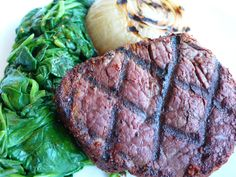 Beef Tenderloin with sauteed spinach and grilled onion Healthy Meals, Healthy Recipes, Sauteed Spinach, Beef Tenderloin, Fresh Vegetables, Feel Better, Gourmet Recipes, Onion, Healthy Lifestyle