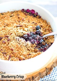 Best Blueberry Crisp is filled with fresh blueberries topped with a buttery oat-filled crumble making it a perfect pairing with vanilla ice cream. Blueberry Topping, Blueberry Crisp, Blueberry Desserts, Pie Dessert, Dessert Recipes, Fruit Recipes, Breakfast Recipes, Fruit Crisp Recipe, Canned Strawberries