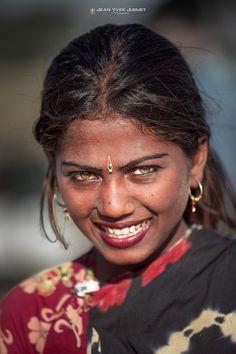 Gypsy looks at the Pushkar