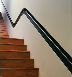 another funny railing Staircase Handrail, Wooden Staircases, Wooden Stairs, Modern Staircase, Stair Railing, Staircase Design, Stairways, Stairs To Heaven, Stair Detail