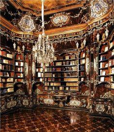 Biblioteca del Piffetti, Palazzo del Quirinale, Roma, where the President of Repubblica lives