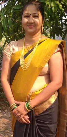 Beautiful Women Videos, Beautiful Women Over 40, Beautiful Girl Indian, Indian Natural Beauty, Indian Beauty Saree, Sumo, Saree Poses, Aunty In Saree, India Beauty