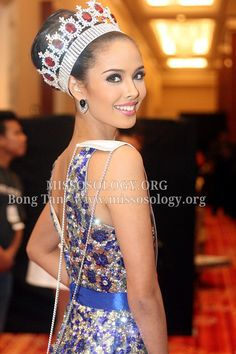 Megan with her Miss World Philippines Crown