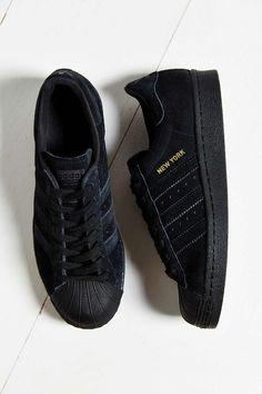 Schuh Dealer Sneaker Myth