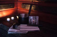 #Lahjaidea Saunasetti 1 sisältää 2 kpl peflettiä koko 40x53cm materiaali pellava-puuvilla (70%-30%)  1 löylykauha vetoisuus 2,5dl pituus 45,5cm  1 saunakiulu vetoisuus 4l  1 by Johanna Amnelin™ saunamittari (kirjoita valitsemasi malli + väri kassalla tilauksen kommentti kenttään)  http://www.iozzu.com/tuote/saunasetti-1/