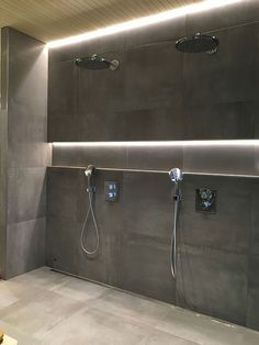 A really nice way to use indirect lighting. Modern Bathroom Decor, Bathroom Spa, Bathroom Interior Design, Small Bathroom, Master Bathroom, Bad Inspiration, Bathroom Inspiration, Double Shower Heads, Ideas Baños