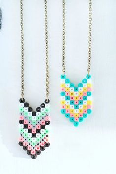 DIY Perler Bead Crafts - Chevron Perler Bead Necklaces - Easy Crafts With Perler Beads - Cute Accessories and Homemade Decor That Make Creative DIY Gifts - Plastic Melted Beads Make Cool Art for Walls, Jewelry and Things To Make When You are Bored - Impre Perler Bead Designs, Diy Perler Bead Crafts, Easy Perler Bead Patterns, Hama Beads Design, Diy Perler Beads, Perler Bead Art, Pearler Beads, Fuse Beads, Diy Perler Bead Necklace