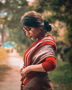 Wedding Couple Poses Photography, Baby Girl Photography, Portrait Photography Poses, Couple Photography Poses, Photography Women, Creative Photography, Indian Photoshoot, Couple Photoshoot Poses, Beautiful Suit