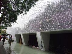 icoolhunitng_fachada botellas agua_diseños_ pet_plastico_taiwan_ edificio_Exposición Floral de Taipei_ecoark_encajar botellas plastico muros edificio