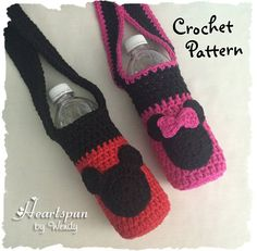Make a cute Mickey Mouse and Minnie Mouse drink carrier for water bottles, soda bottles, sports drinks, or refillable bottles… AND, you can also use the pattern to make a Mickey or Minnie Applique that can be added to ANY item you make! Crochet Crafts, Easy Crochet, Crochet Hooks, Crochet Baby, Crochet Projects, Crochet Mickey Mouse, Cute Mickey Mouse, Crochet Disney, Water Bottle Holders