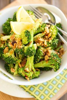 Ginger Sesame Almond Broccoli by thehealthyfoodie #Broccoli #Ginger #Sesame #Almon #Healthy