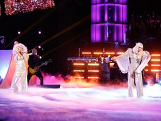 """Una sorpresa dieron Lady Gaga y Christina Aguilera a sus fans este martes en la final del programa """"The Voice"""", Estados Unidos."""