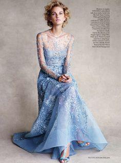Harper's Bazaar UK Dezembro 2014 | Patricia Van Der Vliet por Victor Demarchelier [Couture]