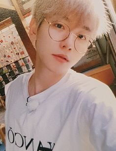 Baekhyun, Kim Minseok, Xiuchen, Kpop Exo, Quality Memes, Chanbaek, Boyfriend Material, Korean, Bacon