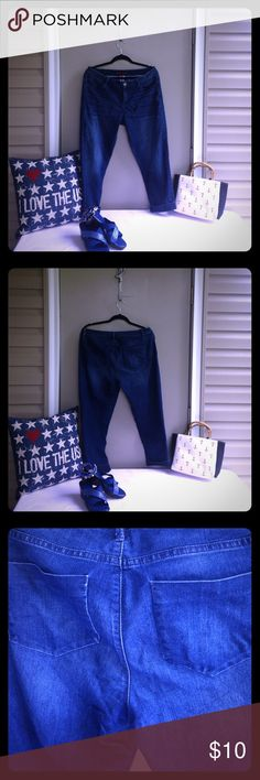 🇺🇸2 for $14 Deal🇺🇸 Denim Daze Capri Jeans 🇺🇸2 for $14 Deal🇺🇸 Denim Daze Elle Capri cuffed med wash jeans with flattering flat pocket detail and stretch for comfort! Nice one! Waist 34 inches and inseam 24 1/2 inches! Elle Pants Capris